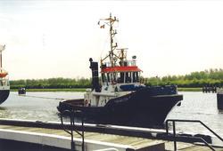 Sleepboot op het kanaal nabij de zeesluis in Terneuzen. Foto gemaakt...