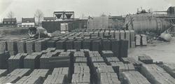 Opslagterrein Fassaert Beton aan de Axelse Sassing, zijkanaal C.