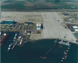 Luchtfoto bouwrijp maken toekomstige terreinen Cobelfret aan de...