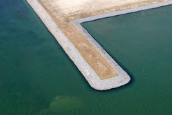 Luchtfoto strekdam bij recent aangelegd zanddepot aan de...