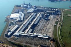 Sloop van voormalig Zalco (Zeeland Aluminium Company)