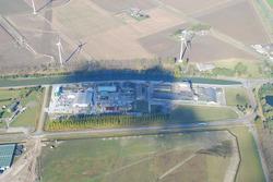 Luchtfoto bedrijven op het eind van Zijkanaal C op de Axelse Sassing.