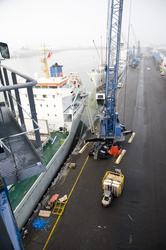 Lossen van een schip bij Kloosterboer Vlissingen.