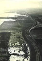 Schorren en werf langs de Walcherse oever (januari 1965)