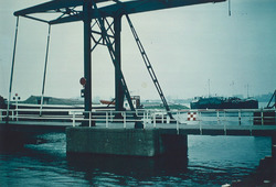 Brug over het zijkanaal C naar de punt van de Axelse Vlakte.