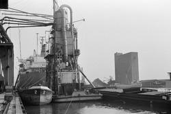 Overslagactiviteiten in de Zevenaarhaven.