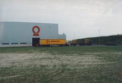 Vrachtwagen bij Outokumpu Steel Processing op de Axelse Vlakte...