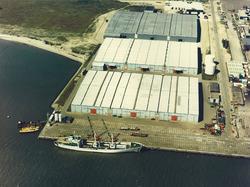 Luchtfoto van de loodsen van Alleghany Warehouse Europe aan de...