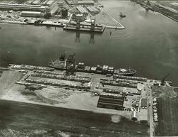 Luchtfoto openbare kade (containerkade) in de Sloehaven te...