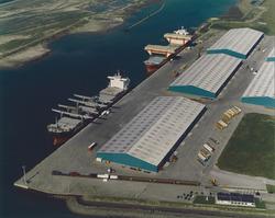 Luchtfoto Scaldiahaven met Verbrugge Terminals.