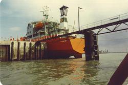 Spoelschip aan dukdalven bij River Scheldt Cleaning Company(Sloekade).