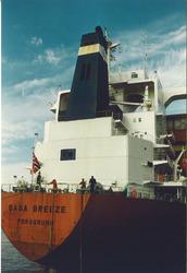Fotoserie van het aanlopen van een zeeschip op de haven van...
