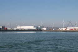 Continental Stevedoring Company (CSC) in de Bijleveldhaven te...