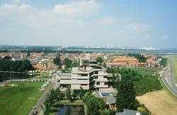 Binnenstad van Terneuzen vanaf de watertoren met op de achtergrond Dow...