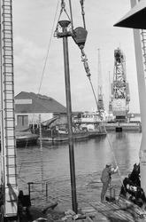 Drijvende kraan van Ovet in de Zuiderkanaalhaven.