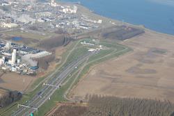 Tunnelingang Westerscheldetunnel aan de zuidkant, met Dow op de...