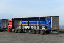 Vrachtwagen met aluminium.