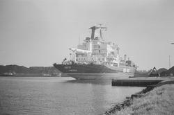 Zeeschip Lucie aan de zuidelijke kade van de Massagoedhaven.