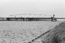 Brug Sluiskil over het kanaal Gent-Terneuzen.