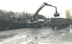 Overslagwerkzaamheden op het Kanaaleiland Sas van Gent aan zijkanaal...