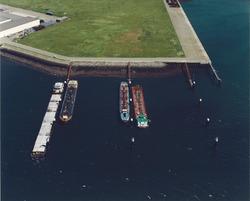 Luchtfoto wachtsteigers voor de binnenvaart in de Quarleshaven.