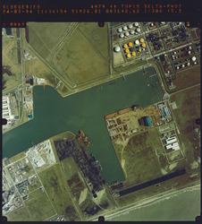 Luchtfoto Sloegebied, gedeelte Van Cittershaven en Total.