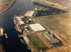 Luchtfoto van de Zevenaarhaven met de vestiging van Elocoat en de...