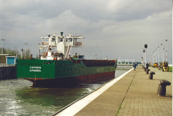 Schip in de zeesluis van Terneuzen. Foto gemaakt ten behoeve van het...