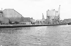 Kade aan de kop van de Noorderkanaalhaven in Terneuzen.
