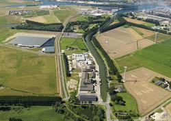 Zijkanaal C met Finlandweg en een gedeelte van het...