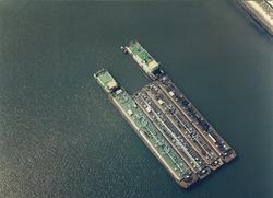 Luchtfoto duwschepen in de haven van Vlissingen-Oost.