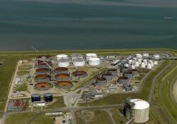 Bouwwerkzaamheden olietanks bij Oiltanking Terneuzen op de...