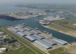Verbrugge Scaldia Terminals aan de Scaldiahaven te Vlissingen-Oost.