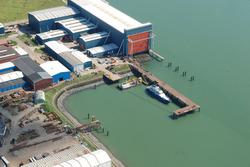 Luchtfoto van de Kraayerthaven te Vlissingen-Oost met steiger van De...