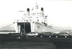 Overslag van auto's bij Aug. de Meijer in de Zevenaarhaven.