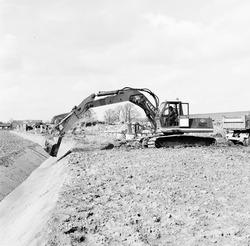 Verbeteren van de ontwatering van de Axelse Sassing, april 1978.