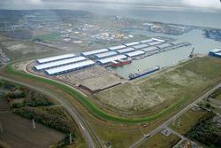 Overzichtsfoto van de Scaldiahaven met de loodsen van Verbrugge...