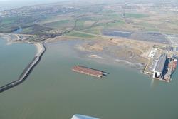Luchtfoto Vlissingen-Oost met op de achtergrond de terreinen van...