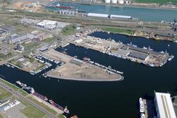 Binnenhavens van Vlissingen met op achtergrond de Buitenhaven