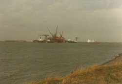"""Koninklijke Maatschappij """"De Schelde"""" vanaf Oosthavendam."""