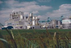 Fabriek Engelhard Terneuzen B.V. aan de Zevenaarhaven.