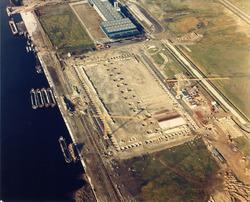 Bouwen van nieuwe loodsen voor Aug. de Meijer aan de Zevenaarhaven.