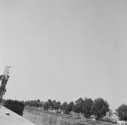 Overslag zand aan Zijkanaal C op de Axelse Sassing.