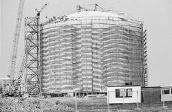 Bouwen van een opslagtank voor Dow Chemical op de Mosselbanken.