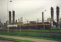 Treinwagons op het bedrijfsterrein van Dow Chemical. Foto gemaakt ten...