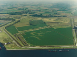 Luchtfoto terrein tussen de Luxemburgweg en Frankrijkweg te...