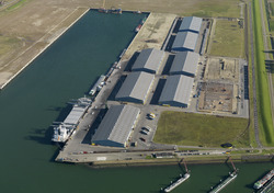 Recent verlengde Scaldiahaven met terminal van Verbrugge