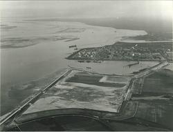 Luchtfoto Braakmanhaven en ingedijkte Mosselbanken