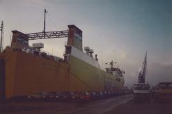 Ro-ro schip in de Zevenaarhaven ca. 1990