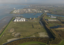 Luchtfoto Valuepark Terneuzen met Mosselbanken, vestiging van Oil...
